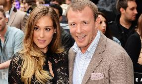 Guy Ritchie ve Jacqui Ainsley evlendi