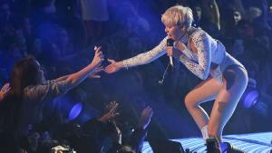 MILEY CYRUS'IN TURNESİNE ANNE VE BABALARDAN TEPKİ