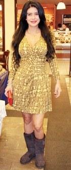 Ebru Polat Ugg Botları ile Mini Elbise Kombini