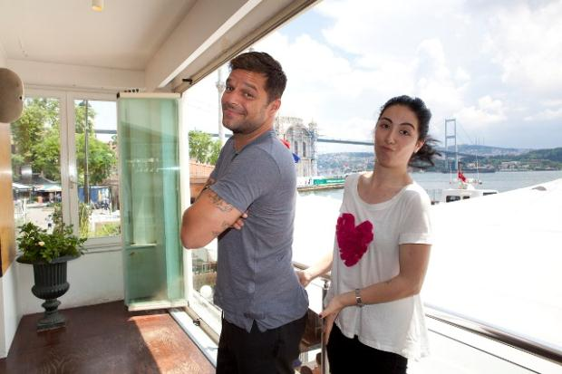 Celebfan 39 s page ricky martin in istanbul turkey for Sinem hotel istanbul