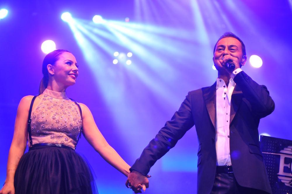 Ebru Gündeş ve Serdar Ortaç konser (Eylül 2013) / 1