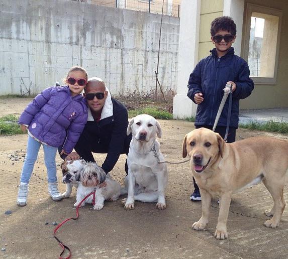 29 03 2013%2015 15 24 Felipe Melo ve ailesi