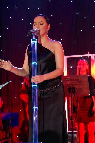 ebru gündeş yardım konseri 9 şubat 2010