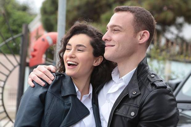 """Kerem Bursin and Hande Doğandemir in """"Güneşi Beklerken"""" (Waiting for the Sun)"""