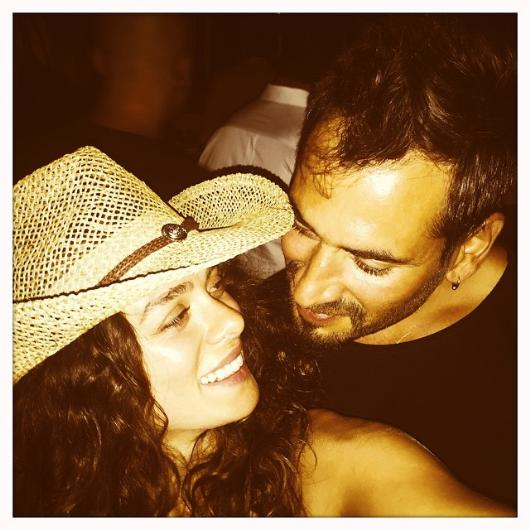 Özge Özpirinçci  Burak Yamantürk'ün aşk pozu 29 Haziran 2015