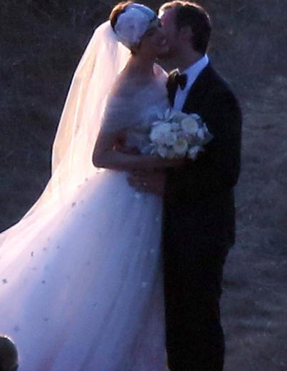 Anne Hathaway Evlendi 2012